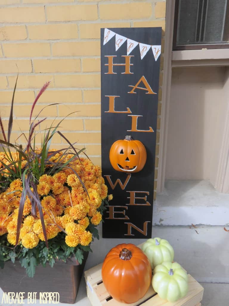 DIY Pumpkin Sign from Average but Inspired  | Halloween Favorites at www.andersonandgrant.com