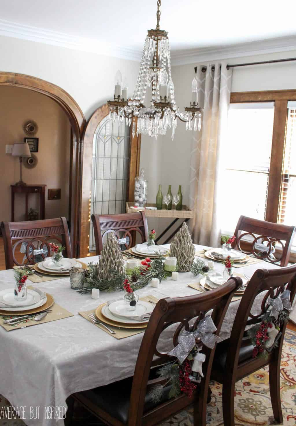 This Post Has Great Ideas For Decorating Your Dining Room Christmas 5 Manageable Tips